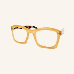 Wide reading glasses with rectangular edges