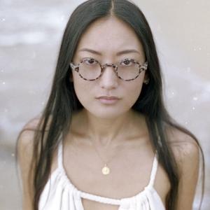 Round reading glasses with nose bridge