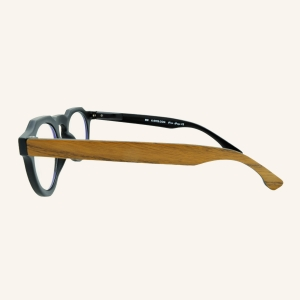 Screen glasses with octagonal keyhole shaped nose