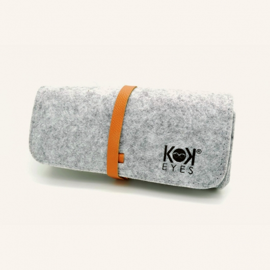 Eyewear case in grey felt with a mottled grey finish